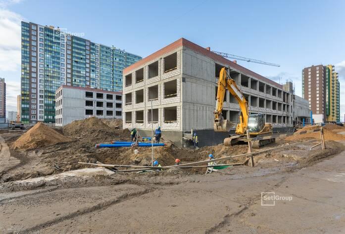 Выполняются работы по устройству монолитных конструкций надземной части здания 3 и 4 блоков на уровне 4 этажа.
