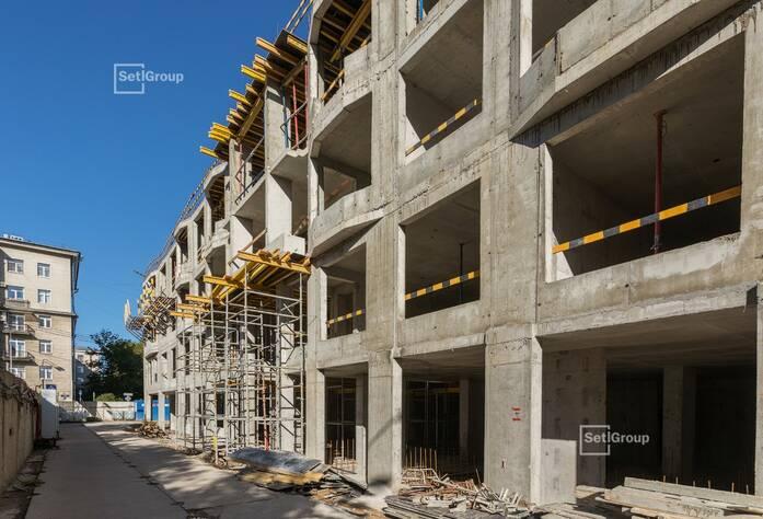 Выполнены работы по устройству монолитных стен и плиты перекрытия 4 этажа.