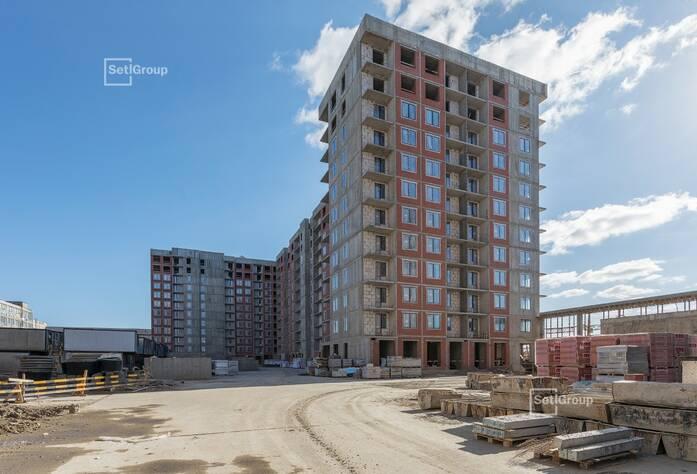 Завершены работы по каменной кладке наружных и внутренних стен на уровне 10-12 этажей.