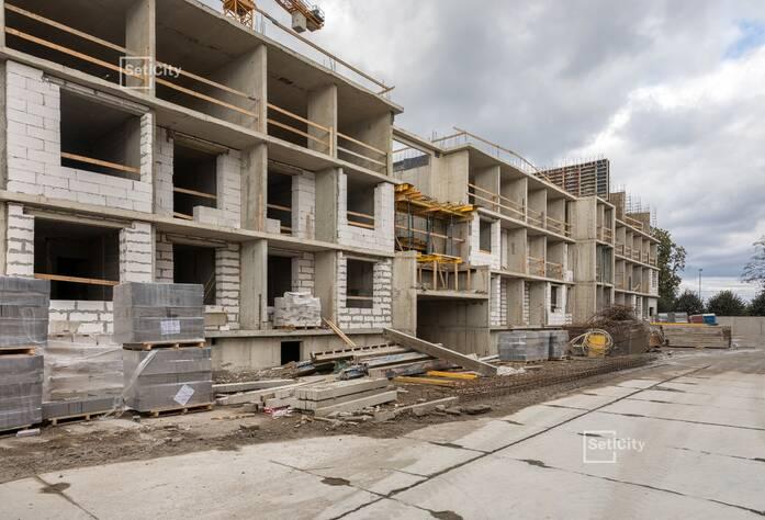 Ведутся работы по устройству монолитных конструкций на уровне 4 этажа.