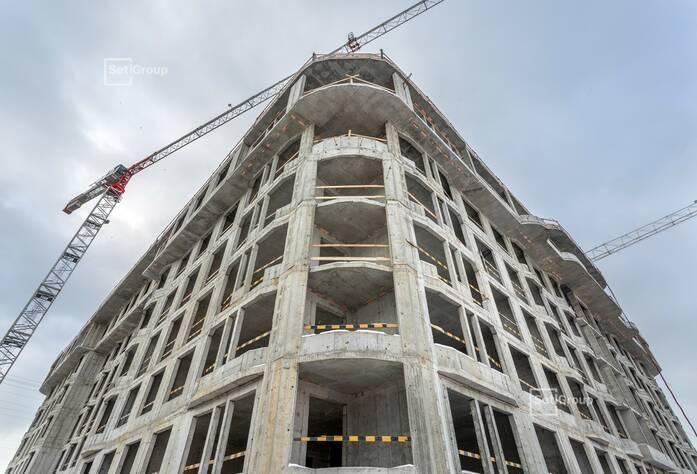 Выполнены работы по устройству каменной кладки стен 5 этажа.