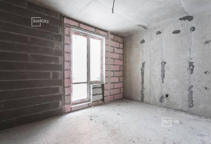 Выполняются работы по устройству каменной кладки стен, выполнено 95%.