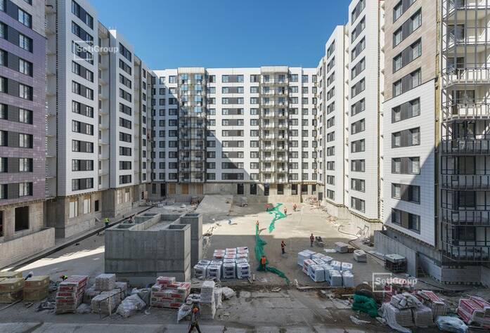 Ведутся работы по вмазке установочных коробов и базы квартирных электрощитков на уровне 8 этажа.