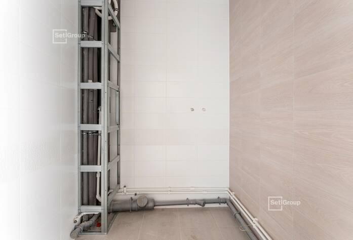 Завершаются работы по устройству навесных вентилируемых фасадов и витражей.