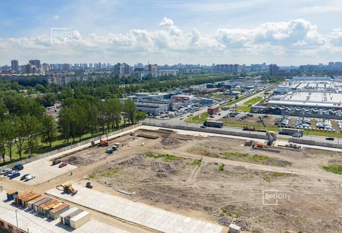 Продолжаются работы по подготовке строительной площадки.