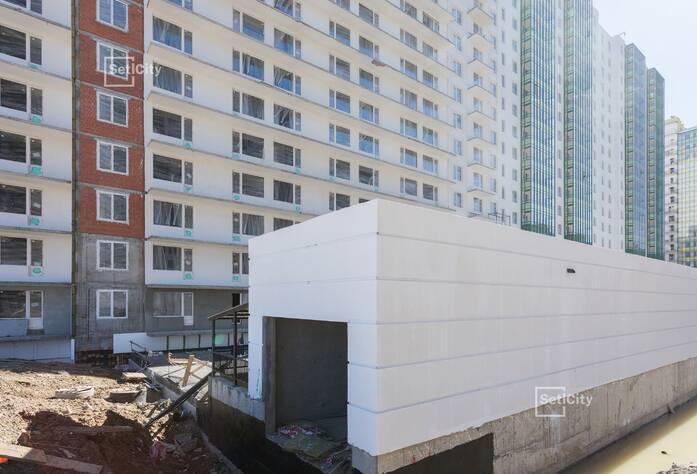 Ведутся работы по устройству фасадов с балконов 1-7 секции, выполнено 95%.