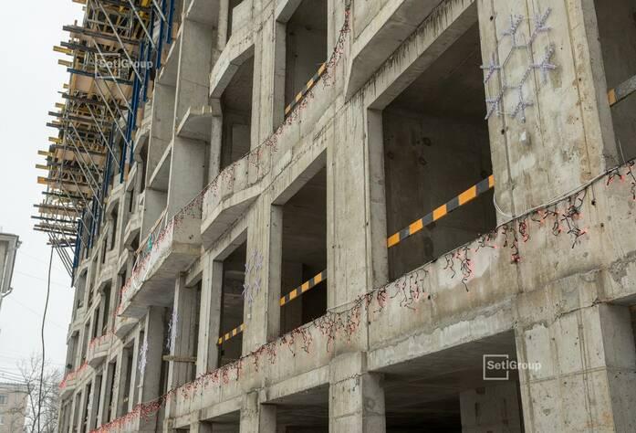 Завершены работы по устройству монолитных стен и монолитной плиты покрытия 7 этажа.