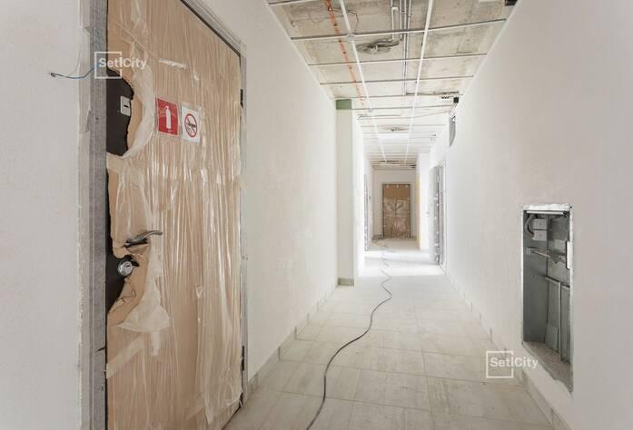 Ведутся работы по устройству фасада с переходных балконов 1-5 секций, готовность 90%.