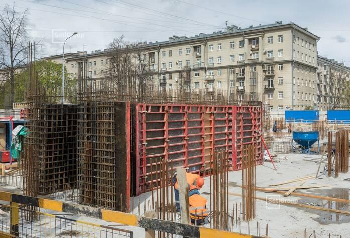 Закончены работы по устройству лестничных маршей и переходных площадок -1 этажа.
