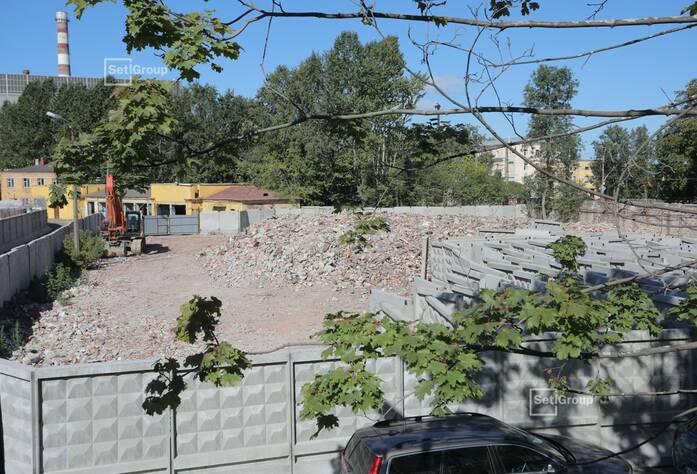 Приступили к работам по демонтажу наземной части зданий и сооружений.