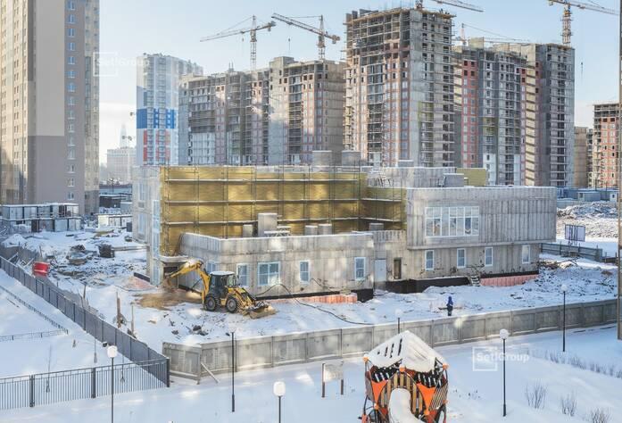 Завершены работы по устройству кирпичных стен и перегородок 1-3 этажей.
