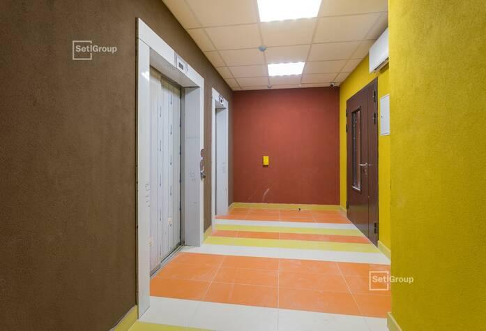 Завершена окраска стен МОП.