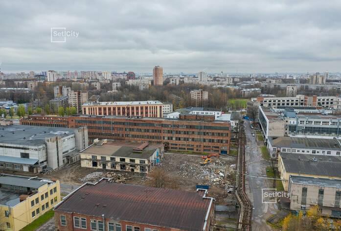 Продолжаются подготовительные работы по демонтажу существующих зданий и сооружений.