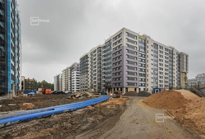 Ведутся работы по устройству установочных коробов и базы квартирных электрощитов на уровне 11 этажа.