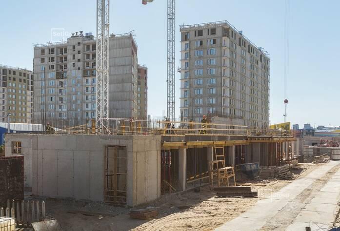 Закончены работы по армированию и бетонированию стен и плит перекрытий 1 этажа.