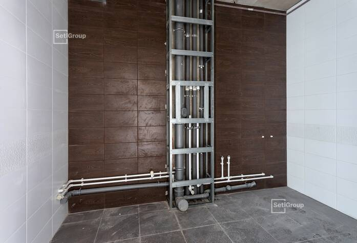 Ведутся работы по устройству навесных вентилируемых фасадов и витражей.