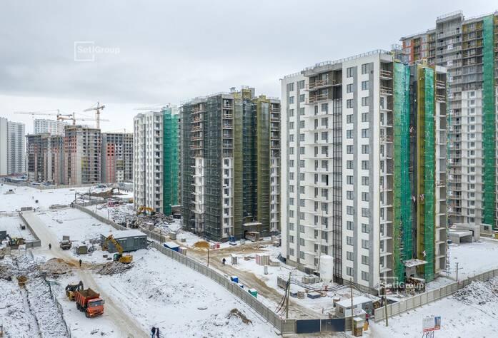 Завершаются работы по устройству фасадов с балконов и лесов.