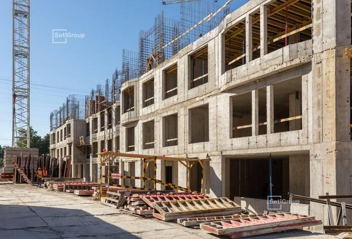 Выполнены работы по устройству монолитных стен и плиты перекрытия 3 этажа.