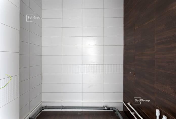 Осуществляются работы по монтажу внутренних сетей водоснабжения, канализации, отопления и вентиляции.