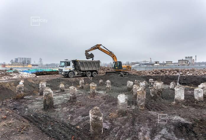 Завершаются работы по откопке котлована.