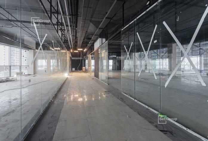 Ведутся работы по монтажу оконечного оборудования слаботочных и электрических систем.