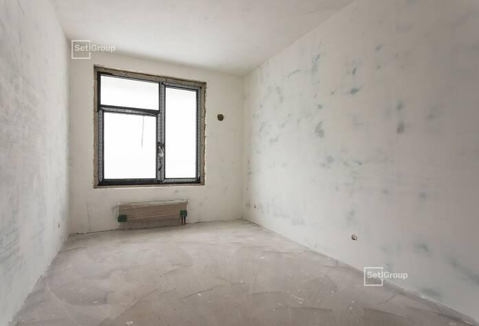 Осуществляются работы по устройству стяжек полов в квартирах и МОП 2 и 3 секций на уровне 8 этажа.