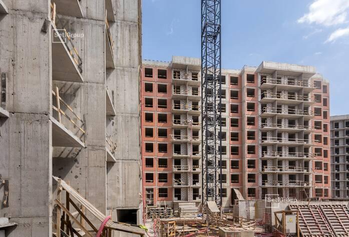 Завершены работы по армированию и бетонированию плит перекрытий 5-8 секций на уровне 9 этажа.