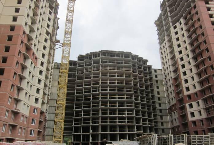 ЖК «Звездный». Корпус 3-1: Монолитные работы на 13-м этаже. Кирпичная кладка на 1-м этаже. Установка лестничных пролетов, вентиляционных и лифтовых шахт
