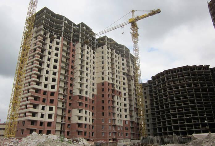 ЖК «Звездный» . Корпус 3-2, Секция А: монолитные работы на 21-м этаже. Кирпичная кладка на 17-м этаже. Установка лестничных пролетов, вентиляционных и лифтовых шахт