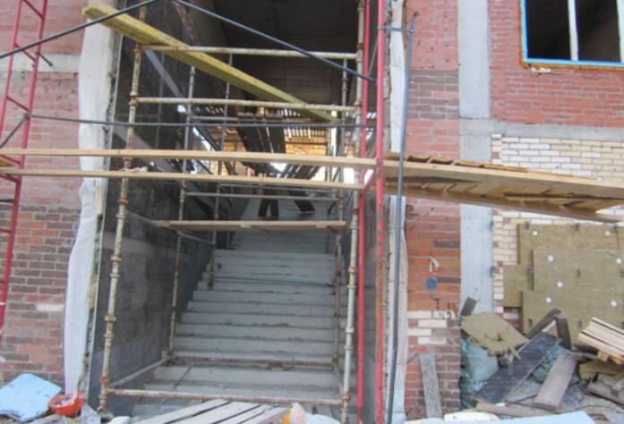 ЖК «Премьер Палас», корпус В1-3, в секции И работы по облицовке стен натуральным гранитом