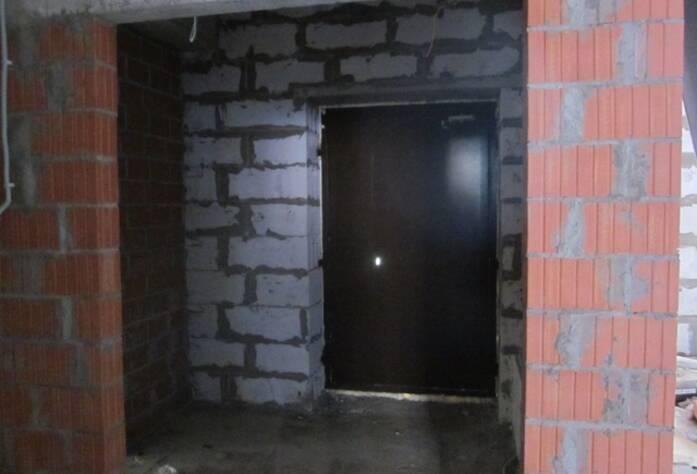 <p>Установка дверей в коммерческих и подвальных помещениях.</p>