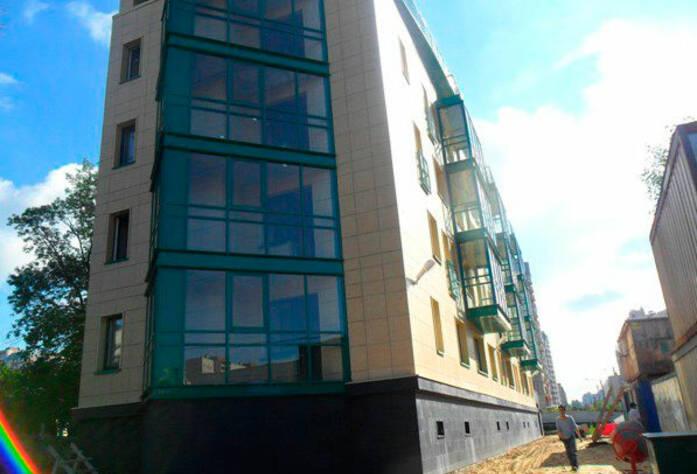 <p>Остекление фасада клубного дома &laquo;Коломяги-Бриз&raquo;</p>