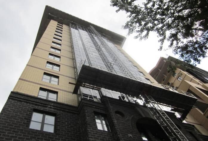 <p>Корпус 2В: Выполняется остекление балконов. Выполнено остекление западного фасада</p>