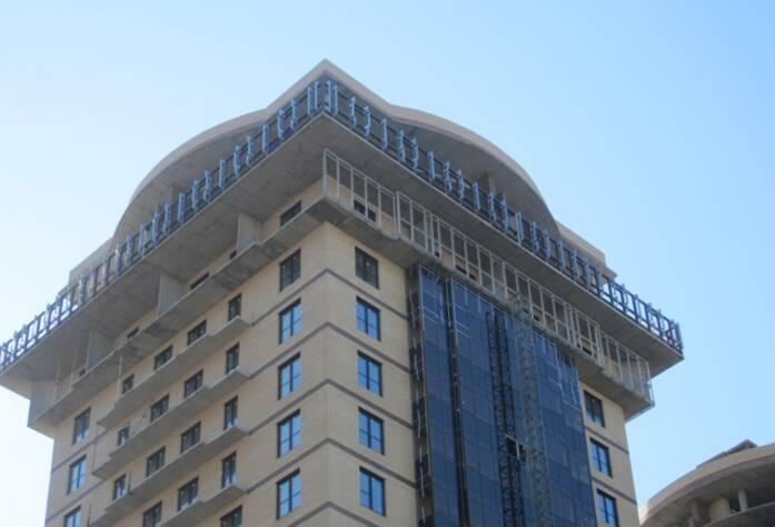 <p>Корпус 2В: Ведутся работы по остеклению балконов 17 этажа; работы по установке облицовочного материала &laquo;Алюкобонд&raquo;</p>