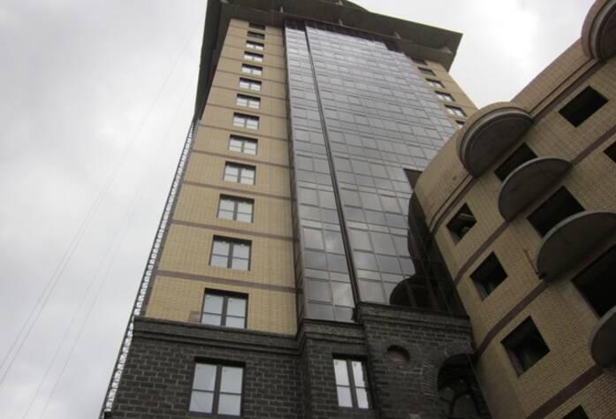 <p>Корпус 2И: Продолжаются работы по остеклению балконов</p>