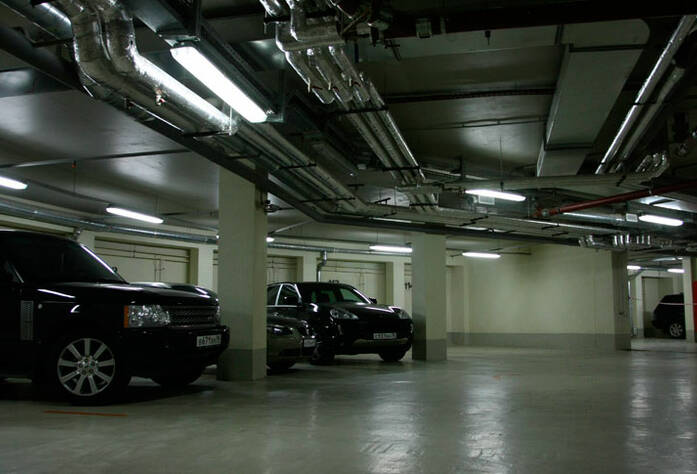 <p>Паркинг в жилом доме по улице Кемской</p>