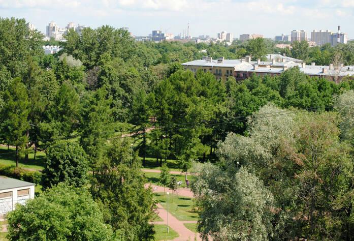 <p>Вид на Вяземский сад</p>